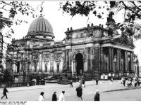 Bundesarchiv_Bild_183-1990-0429-007,_Dresden,_Ausstellungsgebäude_des_Kunstvereins