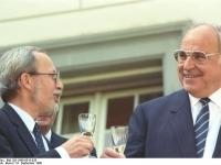 Bundesarchiv Bild 183-1990-0518-028 Staatsvertrag BRD-DDR Helmut Kohl Lothar de Maiziere