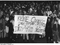 Bundesarchiv Bild 183-1990-0917-028, Montags-Demo für den Erhalt der Stasi-Akten