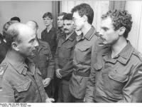 Bundesarchiv_Bild_183-1990-1004-026,_Leipzig,_Befehlsübernahme_Jörg_Schönbohm
