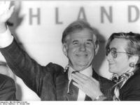 Bundesarchiv_Bild_183-1990-1012-022,_Dresden,_Landtagswahl,_Kurt_Hans_Biedenkopf