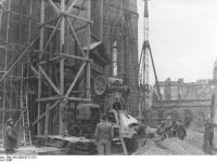 Bundesarchiv_Bild_183-2005-0717-515,_Frankfurt_am_Main,_Wiederaufbau_der_Paulskirche