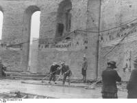 Bundesarchiv_Bild_183-2005-0717-516,_Frankfurt_am_Main,_Wiederaufbau_der_Paulskirche