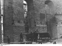Bundesarchiv_Bild_183-2005-0717-517,_Frankfurt_am_Main,_Wiederaufbau_der_Paulskirche