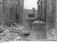 Bundesarchiv_Bild_183-2005-0717-518,_Frankfurt_am_Main,_Wiederaufbau_der_Paulskirche