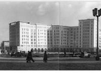 Bundesarchiv Bild 183-23128-0005, Berlin, Karl-Marx-Allee, Nordseite Strausberger Platz
