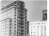 Bundesarchiv Bild 183-23137-0001, Berlin, Bau Karl-Marx-Allee, Hochhaus A-Nord