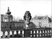Bundesarchiv_Bild_183-23370-0001,_Dresden,_Zwinger,_Wiederaufbau