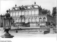 Bundesarchiv_Bild_183-26055-0003,_Dresden,_Zwinger