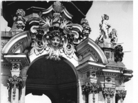 Bundesarchiv_Bild_183-26055-0004,_Dresden,_Zwinger,_Kronentor