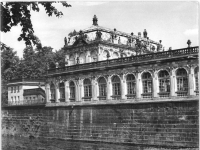 Bundesarchiv_Bild_183-26055-0008,_Dresden,_Zwinger