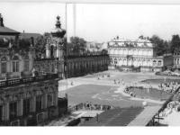 Bundesarchiv_Bild_183-26055-0010,_Dresden,_Zwinger,_Zwingerhof