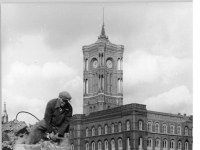 Bundesarchiv Bild 183-27113-0002, Berlin, Rotes Rathaus, Trümmer