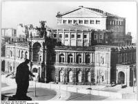 Bundesarchiv_Bild_183-27363-0005,_Dresden,_Semper-Oper