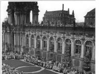 Bundesarchiv_Bild_183-27363-0007,_Dresden,_Zwinger,_Wiederaufbau