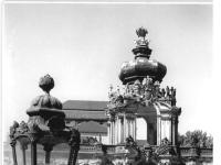 Bundesarchiv_Bild_183-27363-0012,_Dresden,_Zwinger,_Wiederaufbau