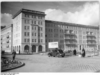 Bundesarchiv Bild 183-29682-0003, Berlin, Weidenweg, Wohnblock