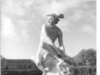Bundesarchiv_Bild_183-30705-0013,_Potsdam,_Park_Sanssouci,_Statue_Hermes