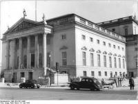 Bundesarchiv Bild 183-31211-0001, Berlin, Deutsche Staatsoper, Außenansicht