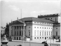 Bundesarchiv Bild 183-32088-0002, Berlin, Deutsche Staatsoper, Außenansicht