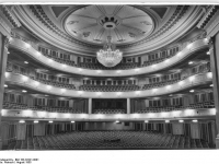 Bundesarchiv_Bild_183-32221-0001,_Berlin,_Deutsche_Staatsoper,_Zuschauerraum