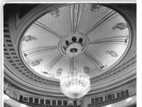 Bundesarchiv_Bild_183-32221-0002,_Berlin,_Deutsche_Staatsoper,_Zuschauerraum