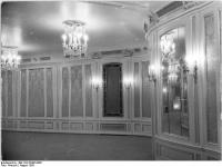 Bundesarchiv_Bild_183-32485-0005,_Berlin,_Deutsche_Staatsoper,_Wandelgang