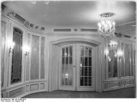 Bundesarchiv_Bild_183-32485-0010,_Berlin,_Deutsche_Staatsoper,_Wandelgang