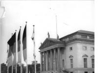Bundesarchiv_Bild_183-32683-0002,_Berlin,_Deutsche_Staatsoper,_Außenansicht