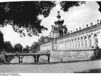 Bundesarchiv_Bild_183-32955-0002,_Dresden,_Zwinger