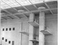 Bundesarchiv Bild 183-33322-0005 Rostock Schwimmhalle Sprungturm