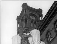 Bundesarchiv Bild 183-34667-0005, Berlin, Rotes Rathaus, Straßenlaterne