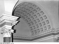 Bundesarchiv_Bild_183-37656-0002,_Dresden,_Semper-Galerie,_Aufgangshalle