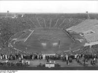 Bundesarchiv_Bild_183-40000-0221,_Leipzig,_Zentralstadion