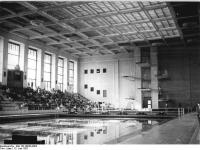 Bundesarchiv Bild 183-46639-0002 Rostock Schwimmhalle Neptun