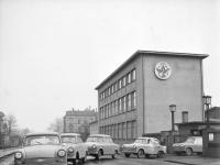 Bundesarchiv Bild 183-52061-0023 Trabant Wagen der Nullserie verlassen das Werk