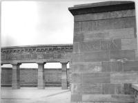 Bundesarchiv Bild 183-54728-0002, Gedenkstätte Buchenwald, Ringgrab 3