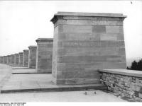 Bundesarchiv Bild 183-54728-0005, Gedenkstätte Buchenwald, Straße der Nationen