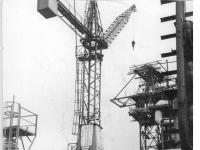 Bundesarchiv Bild 183-56677-0005 VEB Leuna-Werke Kran