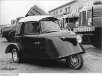 Bundesarchiv Bild 183-57445-0001, Spezialfahrzeugwerk Berlin, Kleinauto für Gehbehinderte