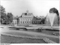 Bundesarchiv_Bild_183-57675-0002,_Dresden,_Schloss_Pillnitz