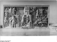 Bundesarchiv Bild 183-57991-0007, Gedenkstätte Buchenwald, Stelenweg, Stele, Relief