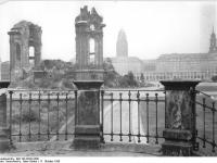 Bundesarchiv_Bild_183-59222-0001,_Dresden,_Frauenkirche,_Ruine