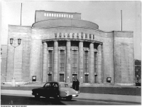 Bundesarchiv_Bild_183-63140-0001,_Berlin,_Volksbühne,_Außenansicht