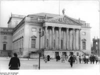 Bundesarchiv_Bild_183-64236-0001,_Berlin,_Deutsche_Staatsoper,_Außenansicht