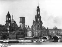 Bundesarchiv_Bild_183-64601-0006,_Dresden,_Hofkirche,_Schloss,_Opernhaus