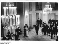 Bundesarchiv_Bild_183-64718-0004,_Leipzig,_Schauspielhaus,_Foyer