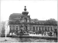 Bundesarchiv_Bild_183-65331-0003,_Dresden,_Zwinger,_Kronentor