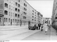 Bundesarchiv_Bild_183-66685-0001,_Berlin,_Rietzestraße,_Neubauten