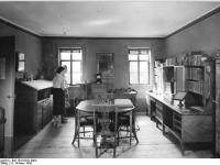 Bundesarchiv_Bild_183-67941-0004,_Weimar,_Goethehaus,_Arbeitszimmer